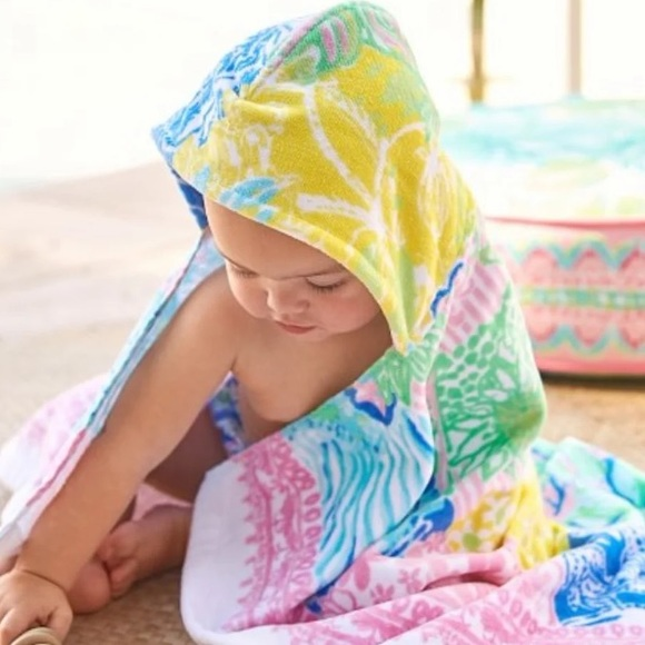NWT Lilly Pulitzer Pink Hooded Baby Beach towel
